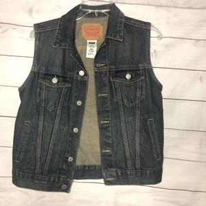 Levi's vest size 10-12 YRS/or possibly an adult S